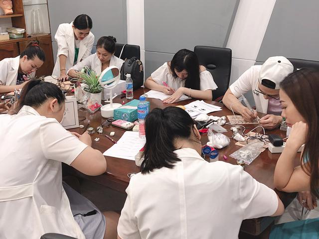 Tìm địa chỉ dạy phun xăm thẩm mỹ uy tín cho Việt Kiều về nước
